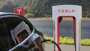feitelijk bestuurder auto Tesla bekeuring bellen tijdens het rijden kantonrechter rechtbank strafrecht advocaat alkmaar